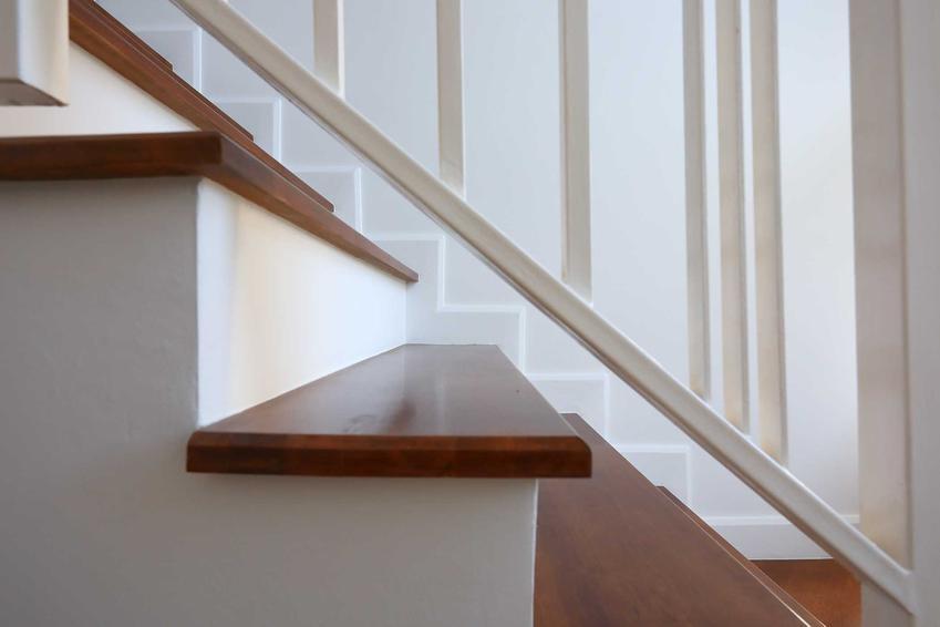 Trepy na schody, czyli trepy drewniane na schody, ich opinie i cena za stopnice drewniane, producenci i najmodniejsze rozwiazania