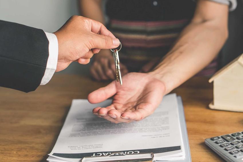 Przekazanie kluczy oraz najem okazjonalny mieszkania, czyli wynajem okazjonalny, jego zasady i umowa najmu okazjonalnego
