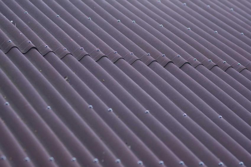 Płyta bitumiczna lub płyta falista bitumiczna oraz pokrycia dachowe ondulinowe, czyli popularna ondulina na dach