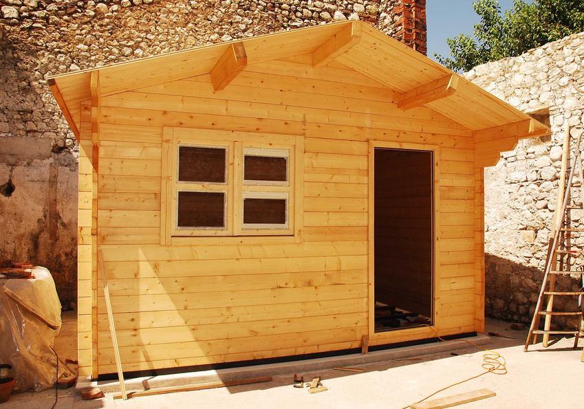 Drewutnie w Castoramie, w tym wiata na drewno, szopa na drewno lub wiata garażowa z drewutnią - cena gotowych konstrukcji