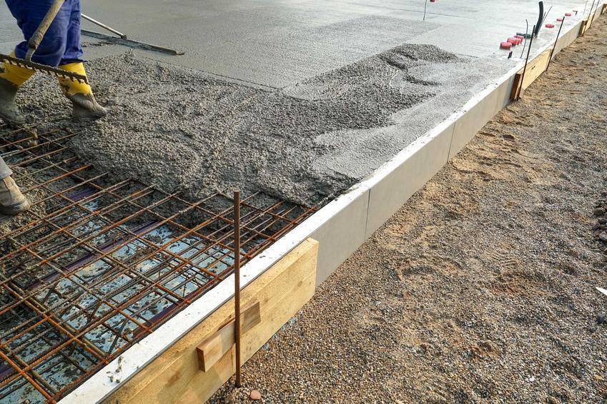 Wylewanie fundamentów oraz informacje, ile betonu na fundamenty, a ile betonu na strop będzie potrzebne przy budowie