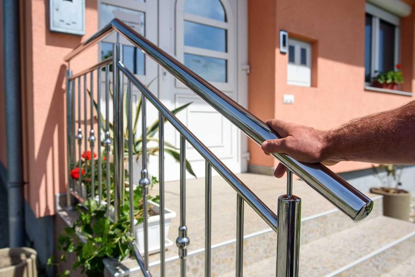 Metalowa poręcz schodowa zewnętrzna, czyli balustrady schodowe, czy też barierki schodowe, a także nowoczesne balustrady wewnętrzne i zewnętrzne, opinie, wady i zalety - porady