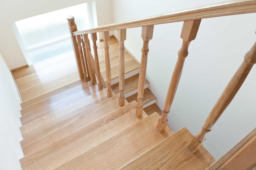 Drewniane balustrady schodowe w domu, czyli barierki schodowe, a także nowoczesne balustrady wewnętrzne i zewnętrzne - opinie, wybór - porady