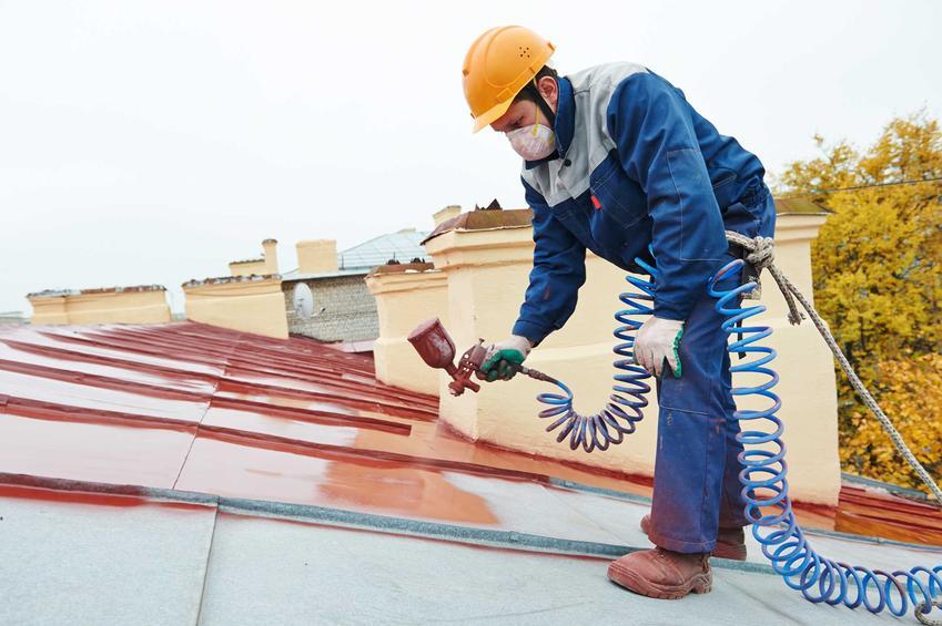 Dach podczas malowania, czyli odpowiednia farba na dach i ceny farb do położenia na dach, producenci i rodzaje