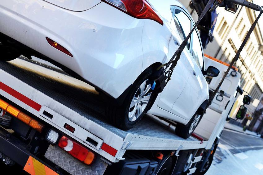 Cennik lawet i usług pomocy drogowej dla samochodów na drodze w ponad 160 miastach w całej Polsce w zależności od regionu.