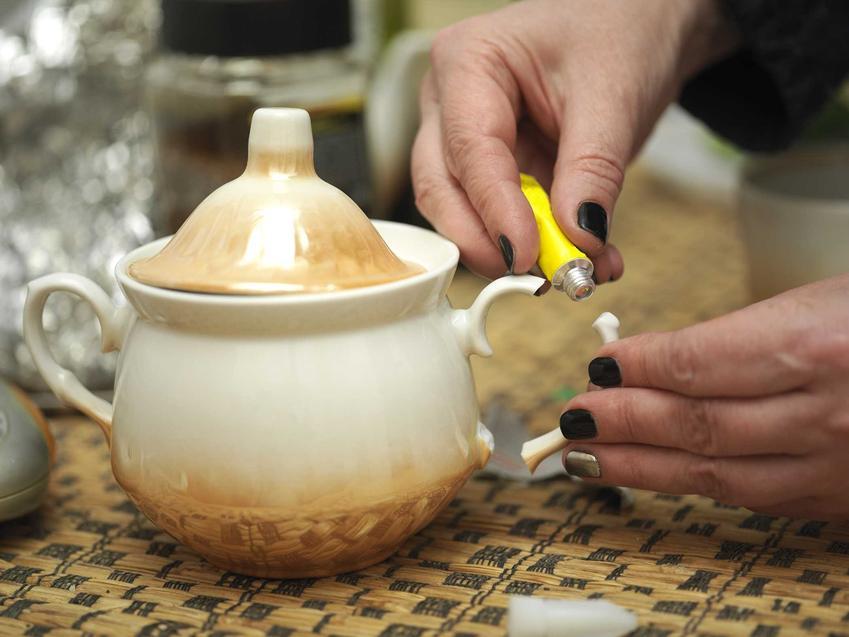 Klej do ceramiki sanitarnej, czyli ceramiki WC, a także klejenie porcelany i naprawa porcelany domowymi sposobami