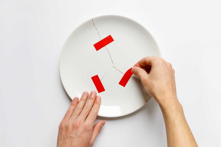 Klejenie porcelany i naprawa porcelany, a także klej do ceramiki sanitarnej, czyli ceramiki WC domowymi sposobami