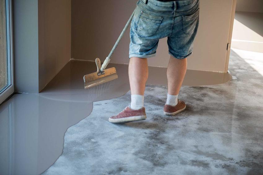 Podłoga z żywicy podczas wylewania i tworzenia, czyli posadzka epoksydowa w domu lub w mieszkaniu krok po kroku