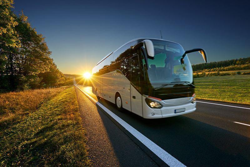 Cennik wynajmu autokarów w różnych miejscach Polski, a także ile kosztuje wynajęcie autokaru na różne okazje