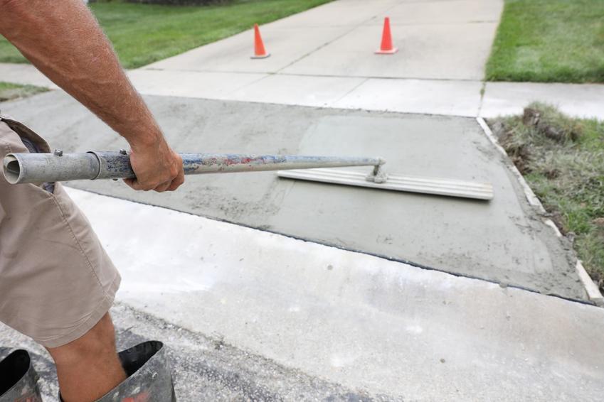Beton towarowy wylewany i rozprowadzany, a także informacje, ile kosztuje grucha betonu towarowego czy ile kosztuje suchy beton