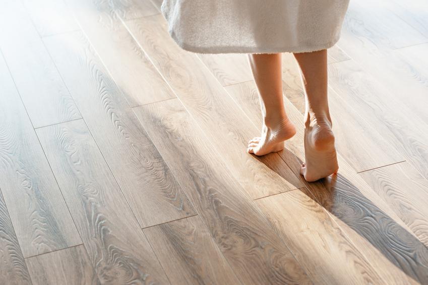 Ogrzewanie podłogowe w sypialni, czyli podłogówka w sypialni, a także opinie na jego temat i wpływ na zdrowie