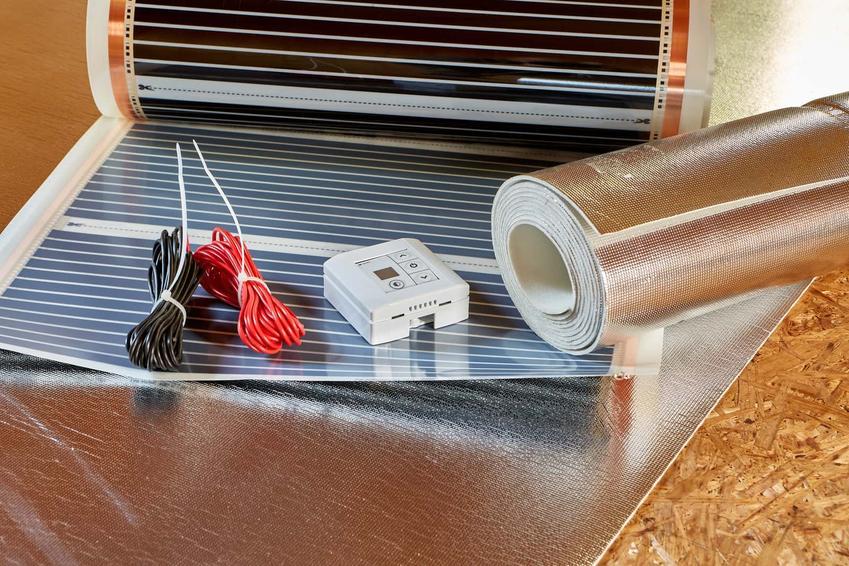 Folia pod ogrzewanie podłogowe, czyli folia pod podłogówkę, w tym folia aluminiuwa i styropian z folią aluminiową