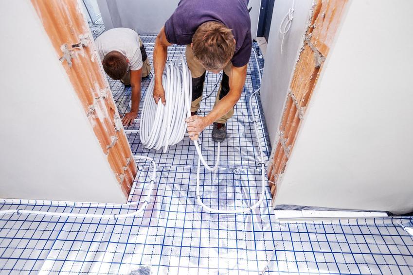 grzewanie podłogowe w bloku podczas układania oraz formalności, jakiich należy dopełnić