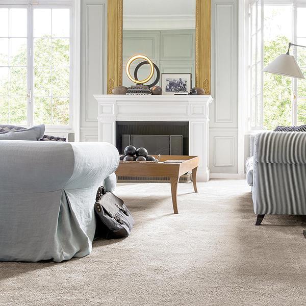 Wykładzina dywanowa czy dywan: co sprawdzi się w twoim salonie?