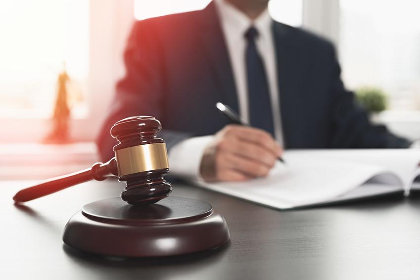 Zobacz, ile kosztują procesy sądowe krok po kroku