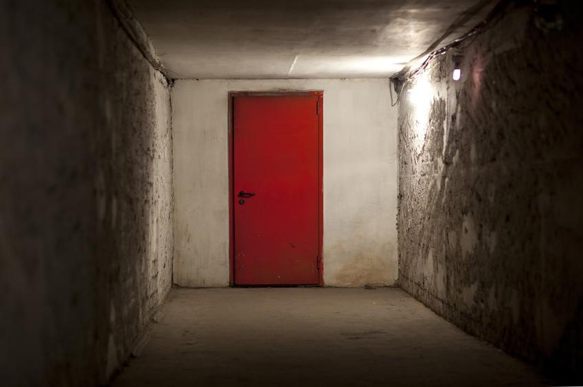Drzwi do kotłowni, a także drzwi zewnętrzne do kotłowni i drzwi stalowe do piwnicy