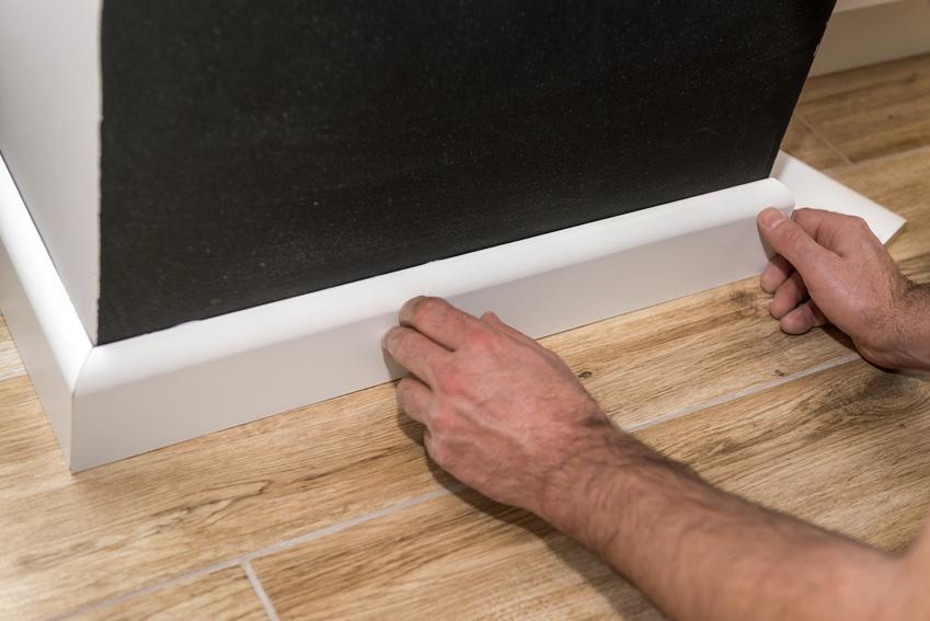 Listwa wykończeniowa do płytek podczas montażu, a także listwa narożna do płytek i polecane rodzaje