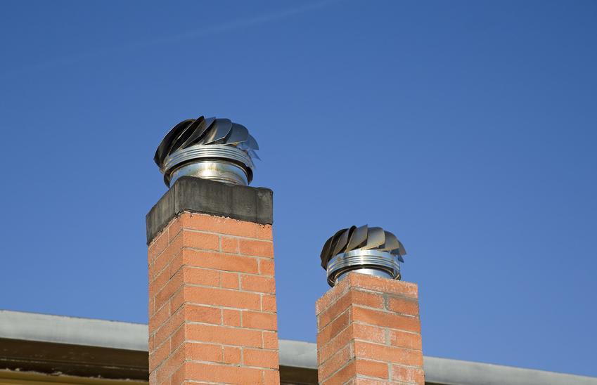 Nasady kominowe na kominach na dachu oraz polecane nakładki kominowe i opinie
