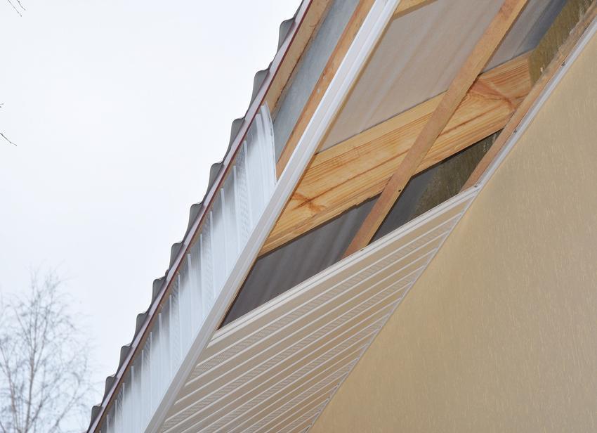 Okap dachu a dach bezokapowy, a także rynny bezokapowe i okap dachowy