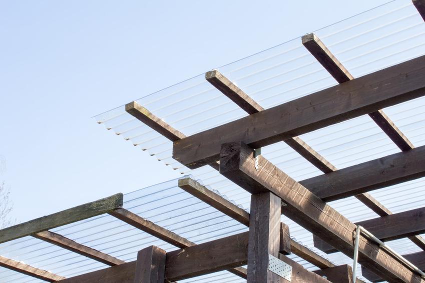 Dach z plexy, czyli pleksi na dach i pokrycia dachowe z pleksi