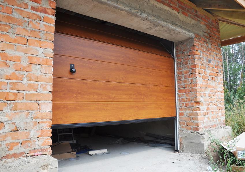 Segmentowa brama garażowa oraz polecane bramy garażowe i ich rodzaje