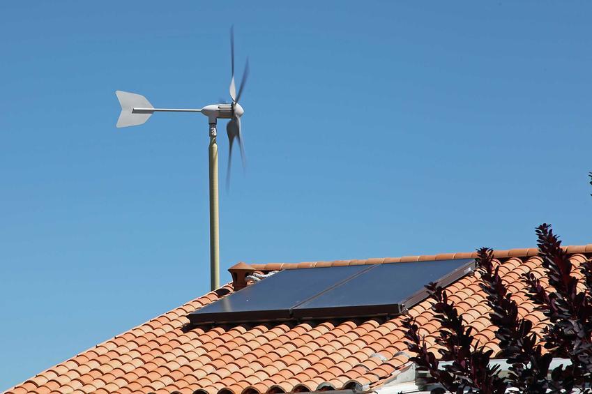 Wiatrak na budynku, czyli przydomowa elektrownia wiatrowa - czy się sprawdza, jak działa i czy warto ją kupić