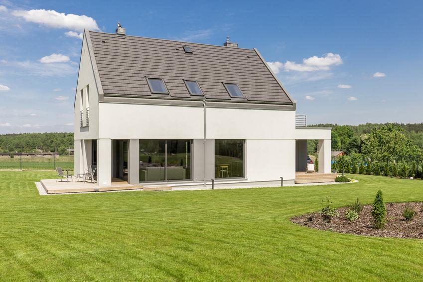 Dom na działce budowlanej oraz wskaźnik intensywności zabudowy i jego definicja