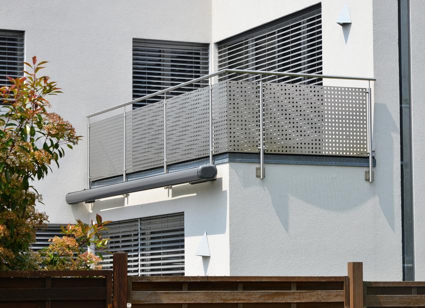 Balkon ze stalową balustradą, czyli nierdzewne balustrady Avis, ich cena i opinie