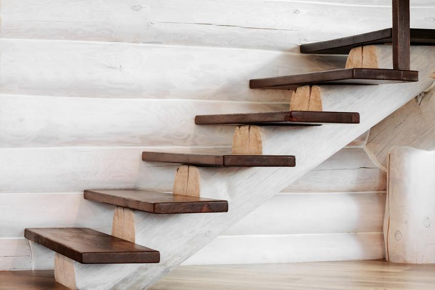 Schody drewniane dywanowe do domu i cena schodów drewnianych
