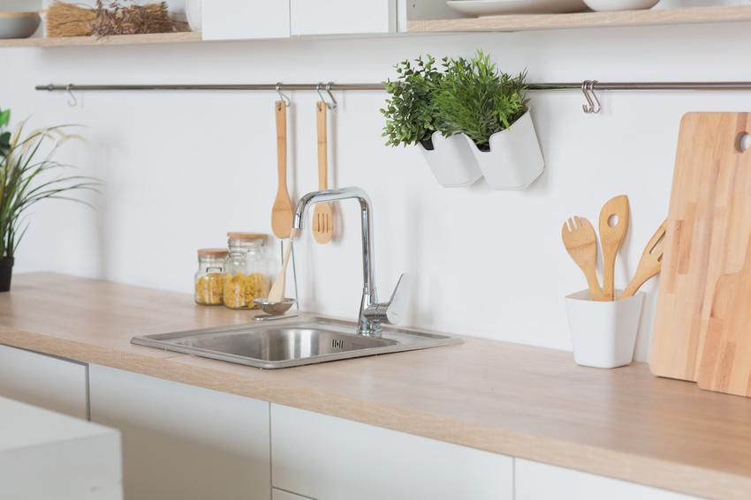 Zlewozmywak kuchenny stalowy w kuchni, a także polecane zlewy kuchenne