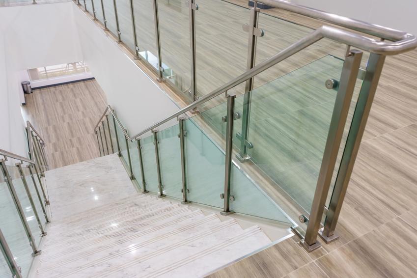 Szklane nowoczesne balustrady wewnętrzne i inne polecane barierki wewnętrzne