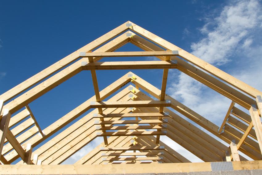 Dach podczas budowy i krokiew na dach, a także standardowe wymiary krokwi