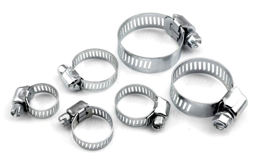 Metalowe opaski zaciskowe na białym tle, a także inne rodzaje i ich cena