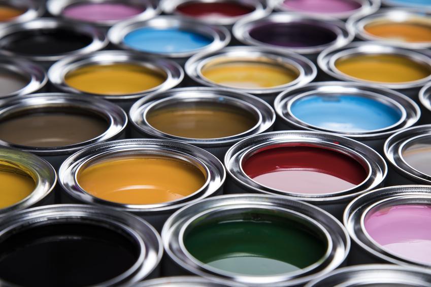 Kolorowe farby do metalu w puszkach, czyli farba Hammerite i jej cena