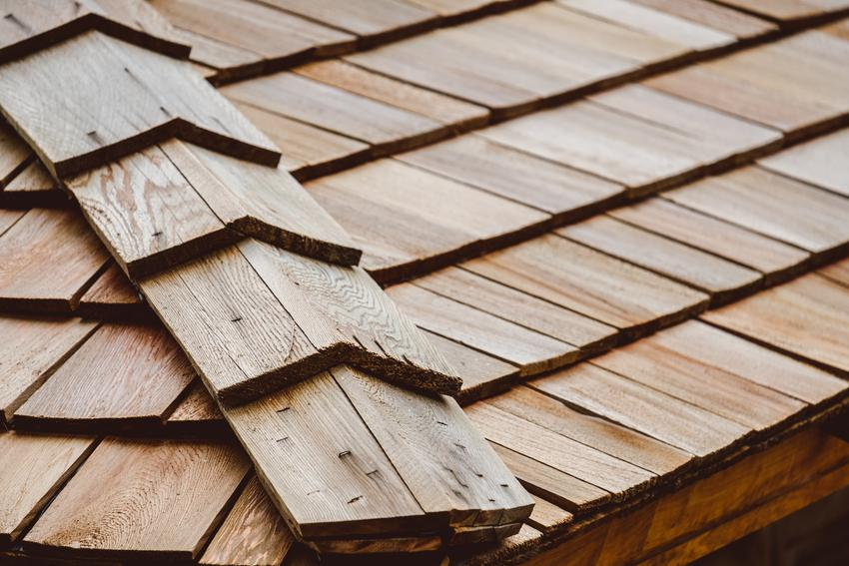 Gont drewniany na dachu, a także informacje, ile kosztuje gont drewniany