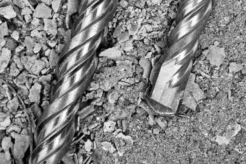 Dobrej jakości wiertło jest konieczne, by móc w ogóle zrobić dziurę w betonie. Dzięki temu otwory będą równe, czyste, a praca będzie sprawniejsza.