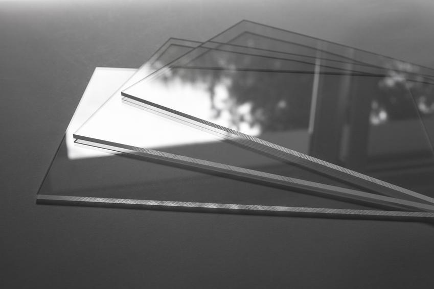 Plexi — cechy, zastosowania i koszt płyt pleksi