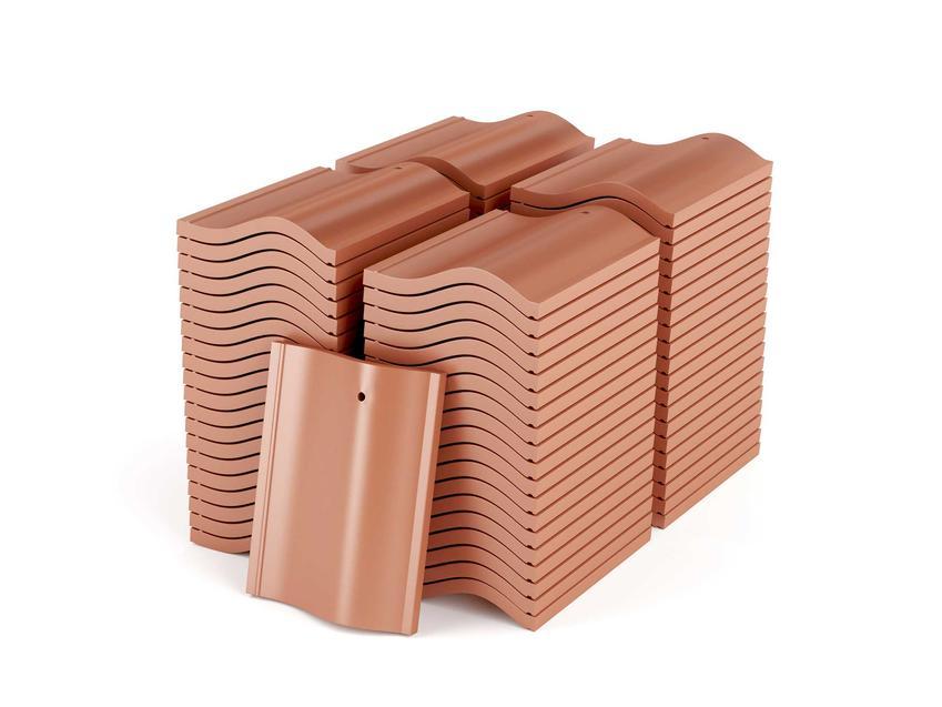 Dachówki glazurowane natomiast to dachówki mające zamknięte zewnętrzne pory gliny w wyniku pokrycia ich warstwą szkliwa