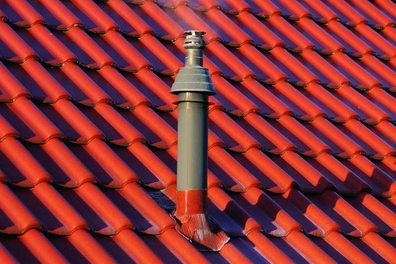 Dachówka ceramiczna w czerwonym kolorze na dachu, a także najważniejsi producenci, rodzaje, kolory, wybór