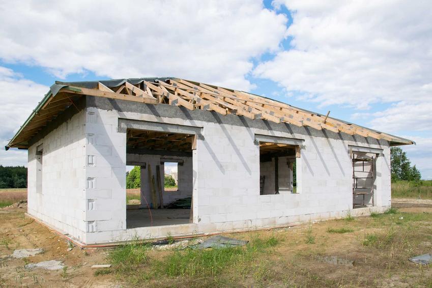 Mały domek na placu budowy, a także zabezpieczenie i zagospodarowanie placu budowy krok po kroku, najwazniejsze informacje