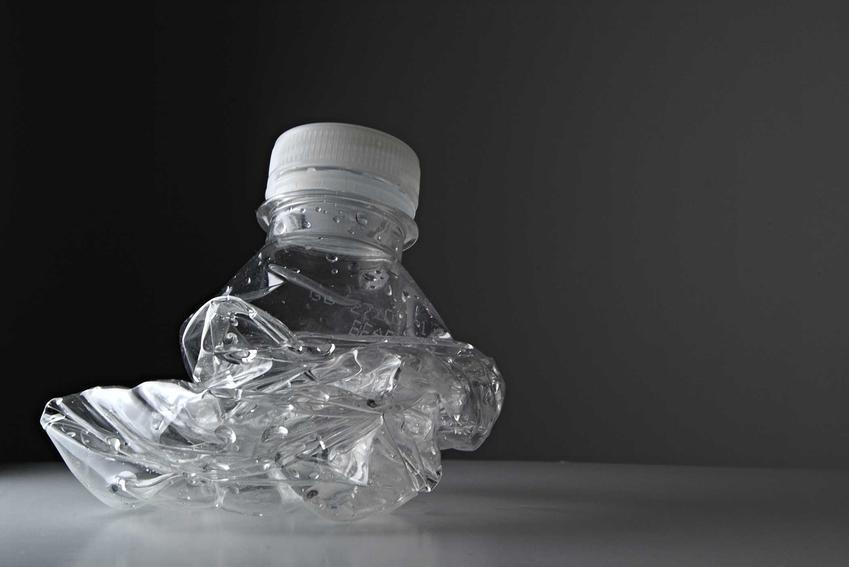 Zgnieciona butelka plastikowa, a także najlepsze zgniatarki do puszek i butelek, modele, producenci, ceny, opinie