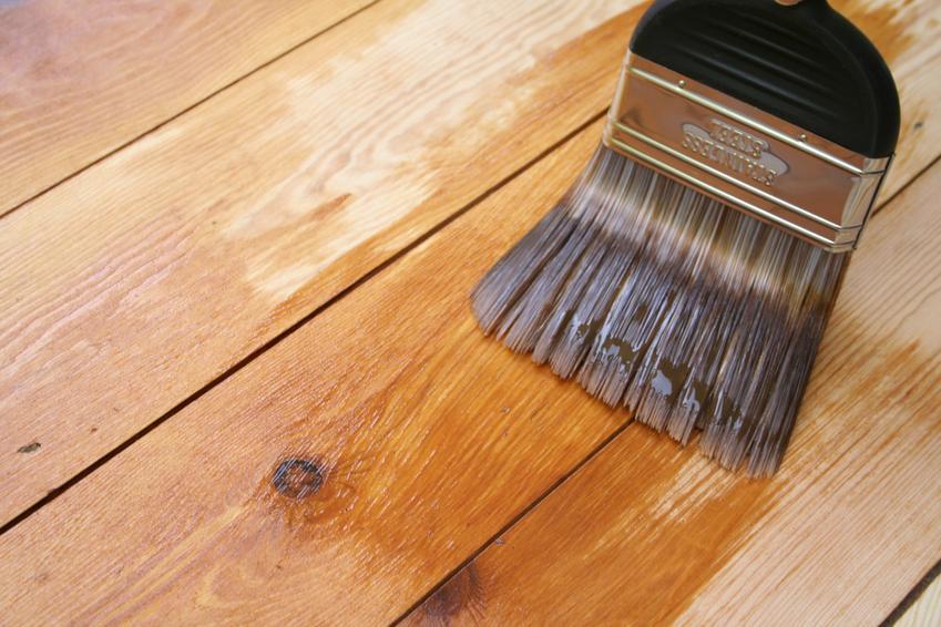 Drewno podczas impregnacji, a także lakierobejca Sadolin i jej kolory