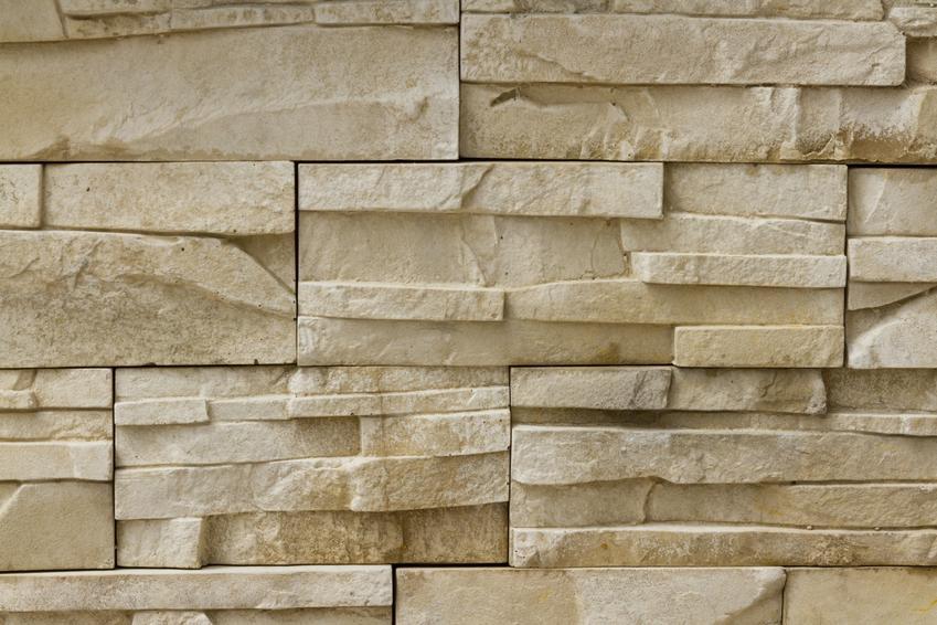 Kamień naturalny na ścianie oraz piaskowiec na ścianę i piaskowiec na elewację