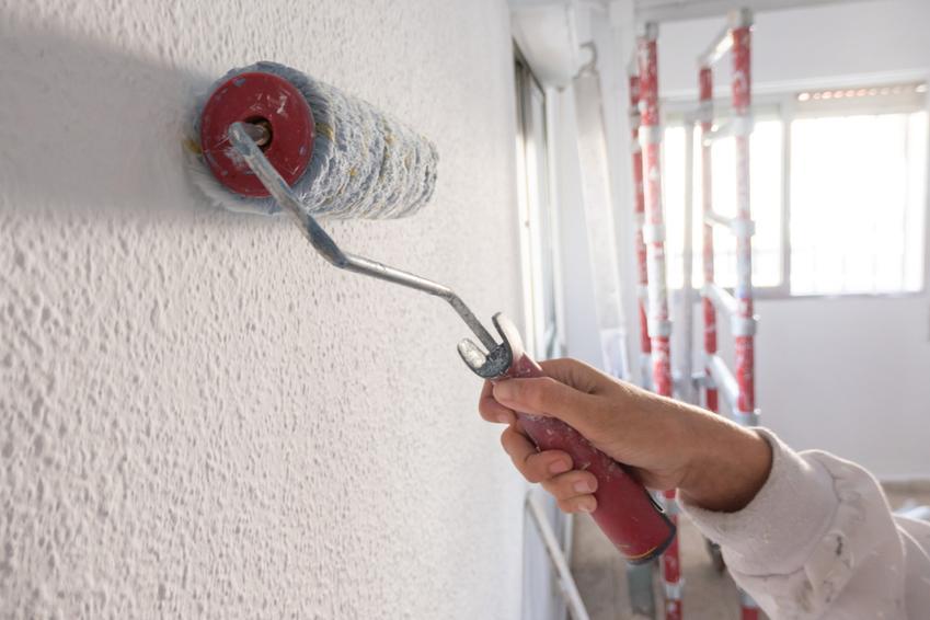 Malowanie i gryntowanie ścian w domu, czyli polecana emulsja gruntująca Atlas uni grunt