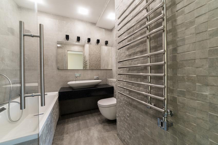 Stalowy kaloryfer łazienkowy w nowoczesnej łazience, czyli polecany grzejnik łazienkowy