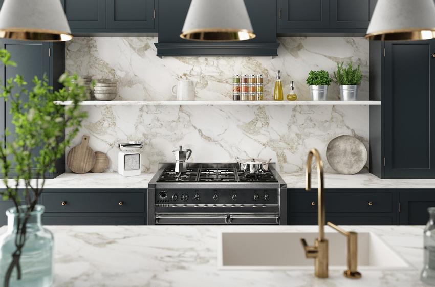Kuchnia urządzona w nowoczesnym stylu z elementami kamienia, a także ciekawe aranżacje kuchenne