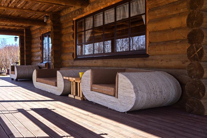 Weranda drewnianego domu z bali, a także domy góralskie z bali i cennik domów z bali