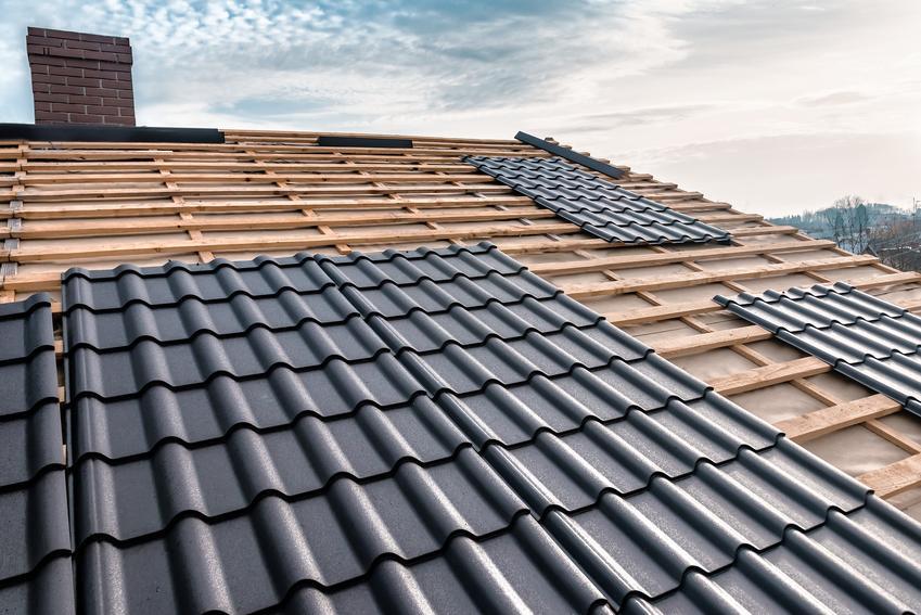 Blachodachówka na dachu, a także montaż blachodachówki i układanie blachodachówki krok po kroku