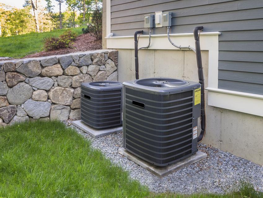 Pompa ciepła przed domem, a także chłodzenie pasywne przy użyciu pompy ciepła