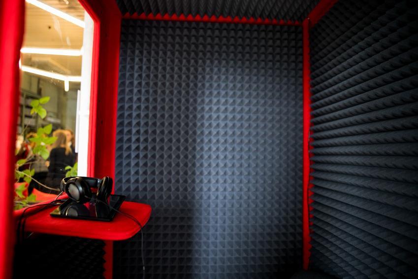 Panele akustyczne krok po kroku, czyli płyty akustyczne i cena za panele dźwiękochłonne